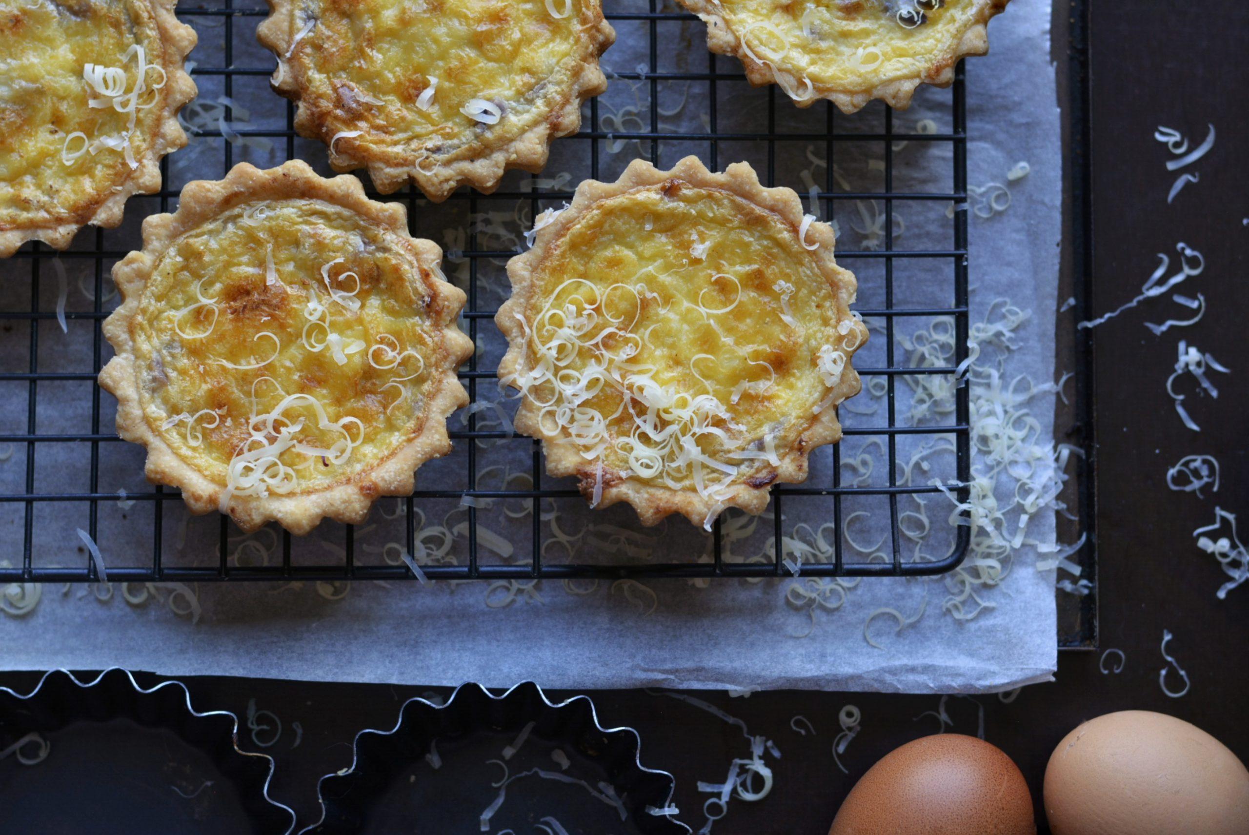 Je bekijkt nu Uien quiche – Onion quiche